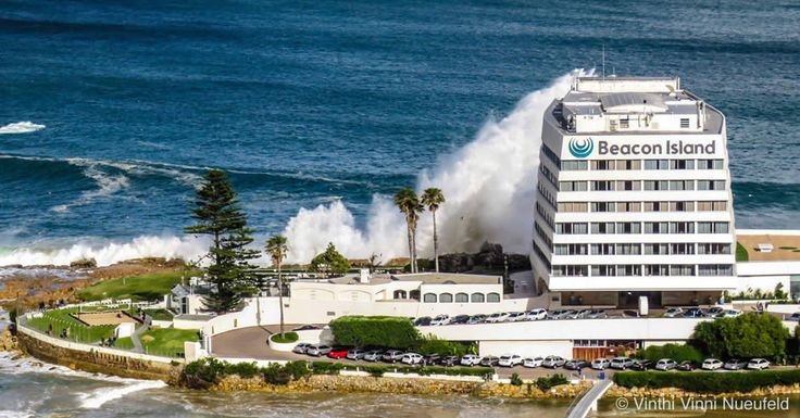Incredible Photos of Large Waves at Plettenberg Bay Cause Waves