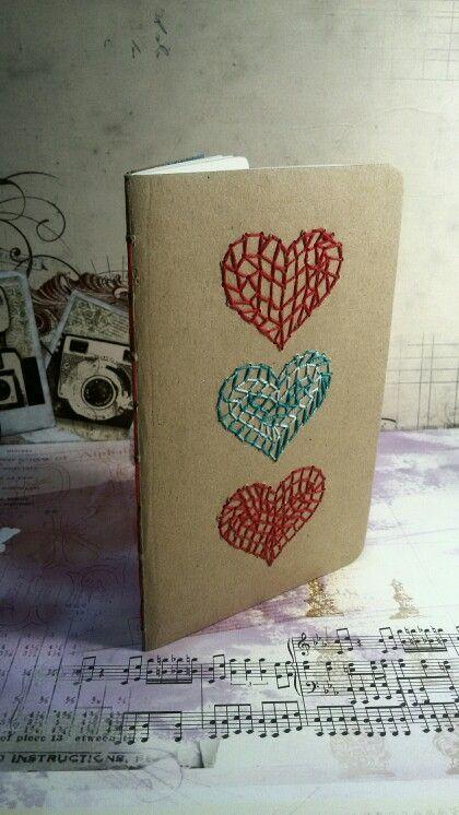 Cuaderno 3corazones cosidos a mano.