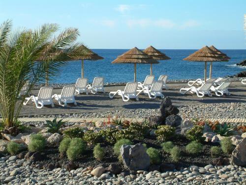 Sandos San Blas Reserva Ambiental de San Miguel de Abona, Tenerife.  Situado en la playa de una hermosa reserva natural, este hotel único ofrece una variedad de actividades en torno a la naturaleza y la tradición.  Cuenta con instalaciones de lujo y diseño elegante.