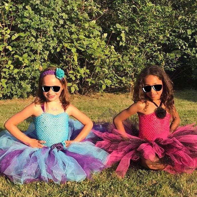 Voici les 2 jolies princesses du jour! 😍 http://www.anniversaire-en-or.com/boutique/robes-de-princesse/4-6-ans/ #robe #tutu #tulle #tutudress #handmade #faitmain #madeinfrance #crea #creation #lookdujour #lookoftheday #picture #picoftheday #girls #photo #photography #photographer #photographe #kidslookbook #ceremonie #mariage #bapteme #paillettes #princesse #fille #surmesure #shooting #gala