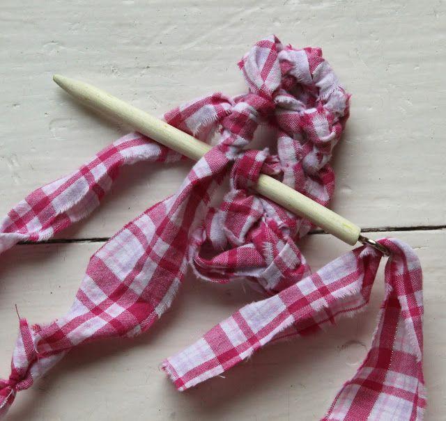Little Bird School of Stitchcraft: Rag Rugs: Amish Knot Rugs (toothbrush rug)