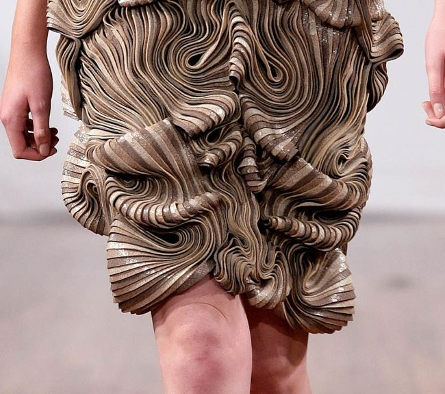 iris-van-herpen-fashion-design-detail 3