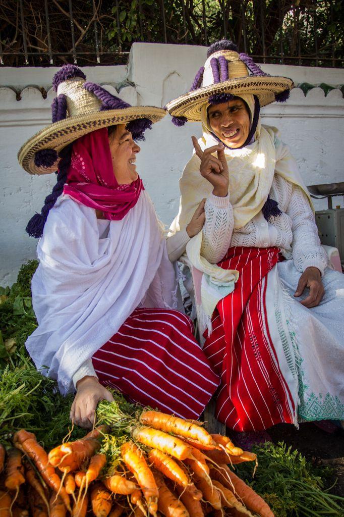 Mujeres del zoco #Tangier #Morocco More
