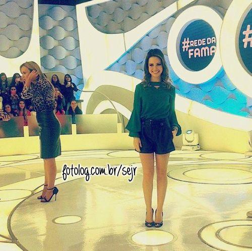 #2562 : Sandy gravou o programa da Eliana, ontem. Ela participou do quadro Rede da Fama! Demais!! Vai ao ar dia 27! E o quanto ela tava linda?? <3 [b]___________________________ Cau* Sigam-me: @caumt - @slejl Visitem-me: http://www.slejl.blogspot.com[/b] | sejr