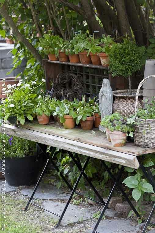 Georgeous shabby potting table!