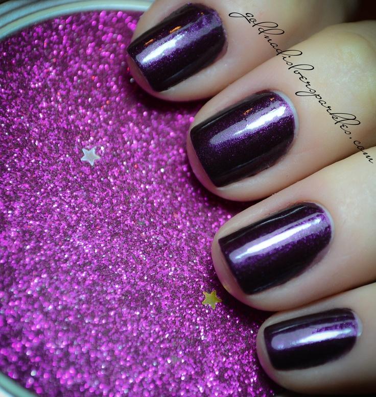 http://www.goldandsilversparkles.com/2012/10/notd-essence-vampires-love-true-love.html #beautyblog #nails #blogs #notd