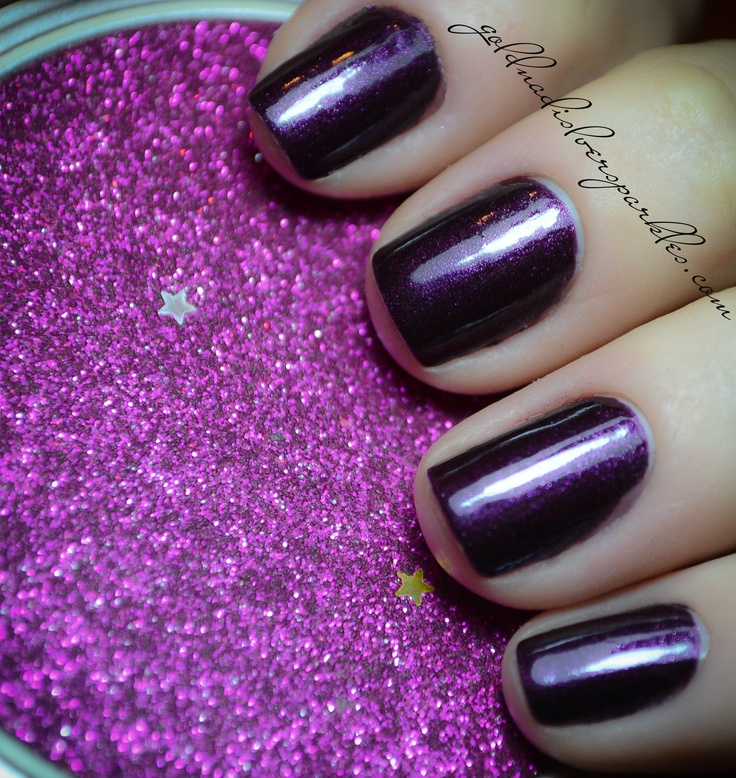 http://www.goldandsilversparkles.com/2012/10/notd-essence-vampires-love-true-love.html #beautyblog #nails #blogs #notd
