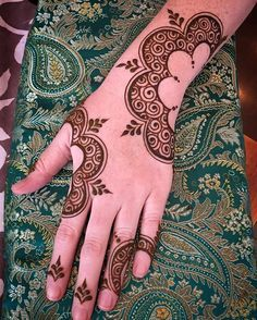 Flowers, Leaves, & Paisleys make up a huge portion of popular henna design... join us in a workshop Thursday, July 21... don't wait until the last minute and break my heart when I have to turn you away like I had to for several people last time! Register through the Acuity booking link. This was my riff on a Pinterest grab for Kate... I just tweaked the fill... anyone know whose design it was? Hope you're enjoying it, Kate!