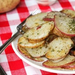 Baked Herb and Parmesan Potato Slices - a quick, easy, and delicious side dish.: Potatoes Slices, Side Dishes, Easy Side, Parmesan Potatoes, Baking Herbs, Seasons Potatoes, Potato Slices, Slices Potatoes, Delicious Side