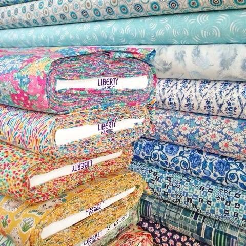 221 best Great fabrics, websites, stores images on Pinterest ... : quilt fabric stores - Adamdwight.com