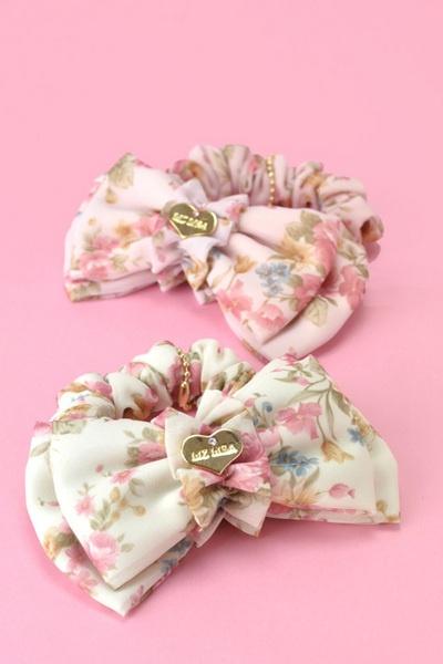 Liz Lisa Scrunchies, about $20 (1575 yen)  http://e-coma.jp/lizlisa/product/12462/