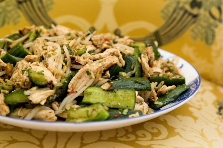 Chinese Cold Dish using Chicken, Cucumber, Bean Sprouts, and Lots of Appetizing Seasonings