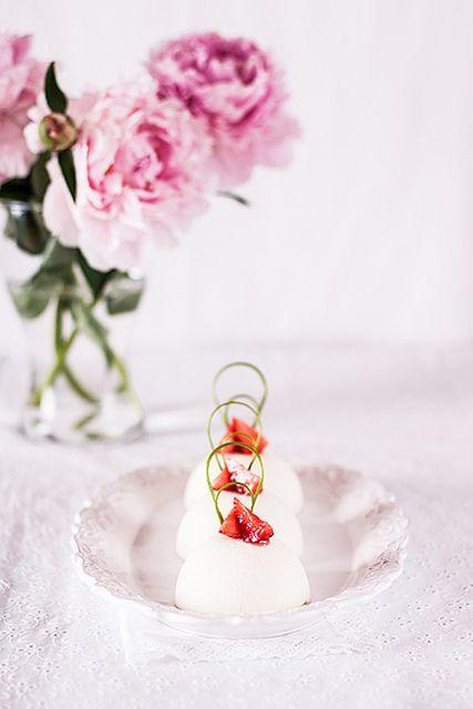 Пирожные с японским чизкейком, кремом дипломат и клубничным центром: katelig