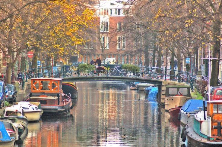 Amsterdam    http://3.bp.blogspot.com/-Az4cJJPlnsU/TqfmmafoYMI/AAAAAAAAE-w/bW1SicgGSF4/s1600/DSC_0004.jpg