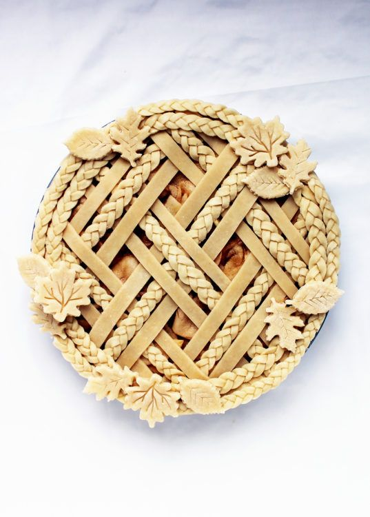 Decorative pie crust via @kingarthurflour (=)