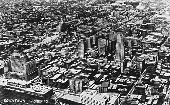 Type of source:photo Date of origin:1930 This photo is talk about the Down town looks like in Toronto at 1930. We can see there is a lot of big and huge buildings, feel really busting.