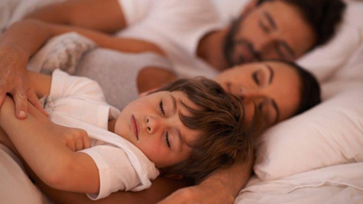 Einschlafen, Durchschlafen, Schlafwandeln – Schlafstörungen betreffen Kinder genauso wie Erwachsene. Und auch bei den Ursachen gibt es keine großen Unterschiede. Mit unseren Tipps gehören Schlafstörungen endlich der Vergangenheit an.