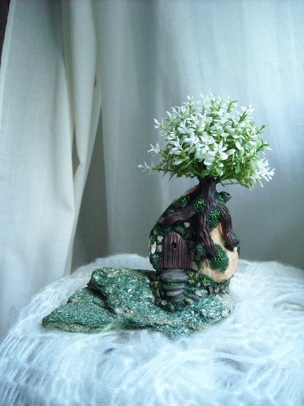 casetta pasta di mais pietra ( fuchsite-muscovite ) e conchiglia e albero di plastica