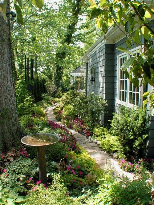 cool serene fragrant relaxing leisure stroll...lovely: Gardens Ideas, Secret Gardens, Gardens Paths, Side Yard, Magic Gardens, Side Gardens, Gardens Spaces, Sideyard, Shades Gardens