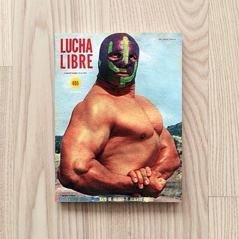 Número 496 de la revista mexicana LUCHA LIBRE en PORTADA la gran presencia de MIL MÁSCARAS portando máscara original de nombre CACTUS fabricada en LAME morado y piel en color VERDE, fotografíado en su natal SAN LUIS POTOSÍ. #milmascaras #mrpersonalidad #mascaraoriginal #mascara #JAPAN #NY #MEXICO #sanluispotosi #portada #cover #diseño #design #luchalibre #fotaleza #porte #imagen