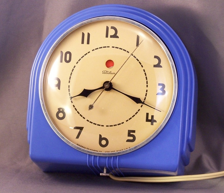 Gorgeous numbers on the face. Restored 1940's Blue Bakelite Telechron Kitchen Clock