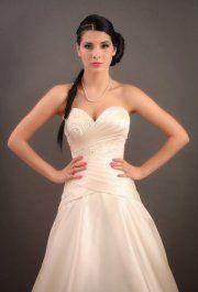 Médea menyasszonyi ruha