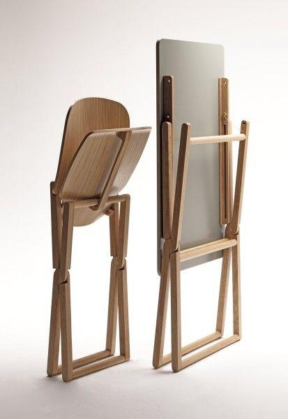 Nibe è una sedia in legno chiudibile. Leggera e maneggevole è disponibile nelle essenze di faggio, rovere e noce canaletto. Designed by Luciano Bertoncini.