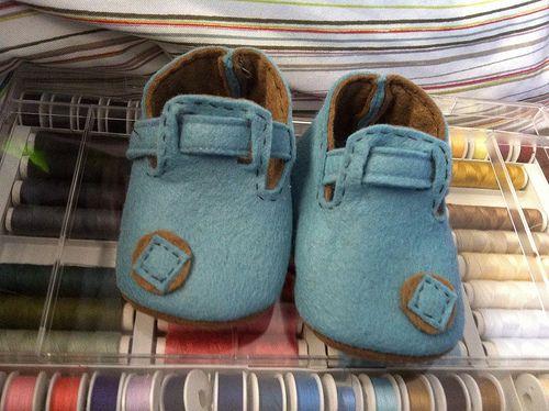 Zapatos fieltro bebe de Cristhy en la Luna