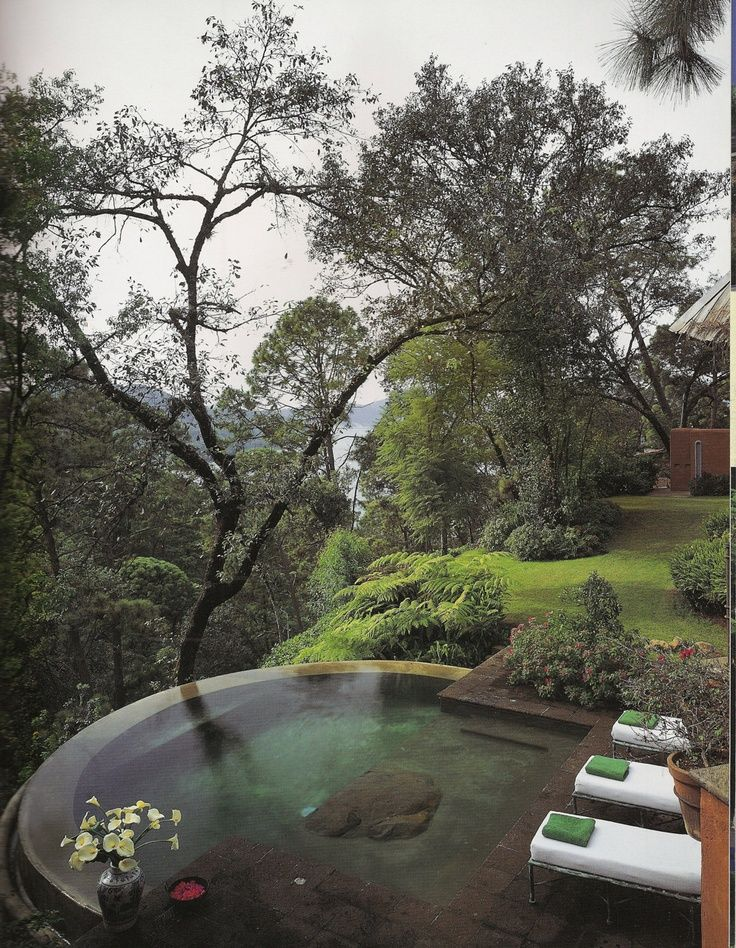 When I think of infinity pools, it's usually in a tropical settting. This is a gorgeous forest version.