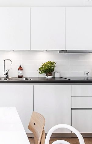 Via NordicDays.nl | Inspiring Home in Göteborg | Kitchen | White