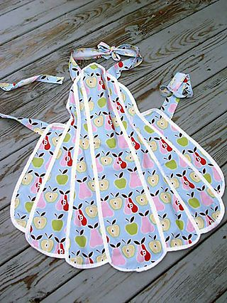 I ♥ the vintage style of this apron!