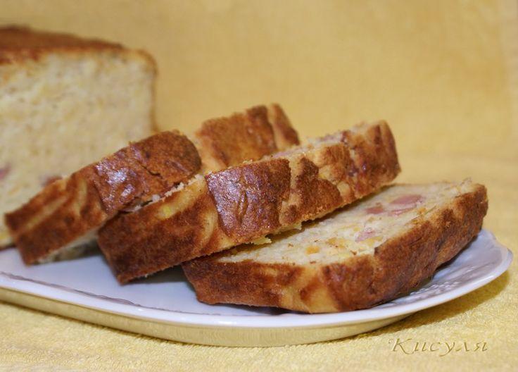 Сдобный кукурузный пирог с кабачком и ветчиной
