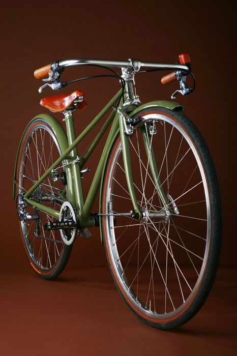 Isn't that a gorgeous bike?? Commuter bike by Sacha White of Vanilla Bicycles.