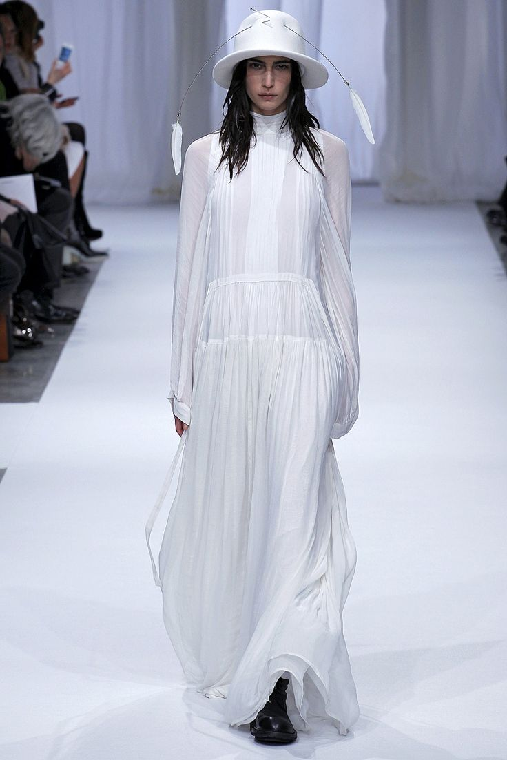 Ann Demeulemeester Fall 2013 RTW - Review - Fashion Week - Runway, Fashion Shows and Collections - Vogue