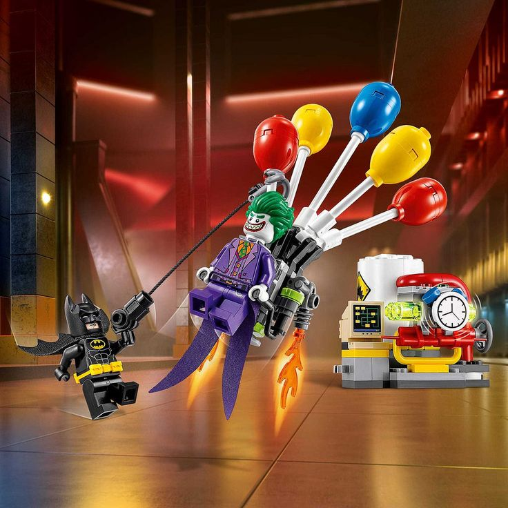 https://flic.kr/p/Nr3rU3 | The LEGO Batman Movie The Joker Balloon Escape (70900) ⌚ | Hello again ! This is a new set with 2 exclusive minifigures, it's not the same Joker in the set 70908 because his head is different.  I like the balloons because they were created in the Angry Birds Movie. I love also the new red pies and I think that this set will be not expensive. Picture from Brickset