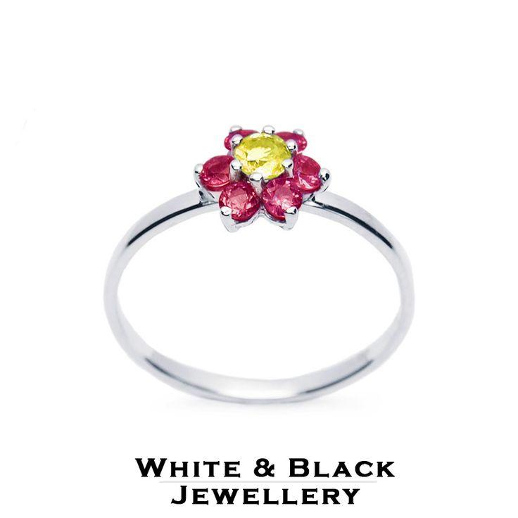 Fehérarany virágocska rubinokból és sárga zafírból - White gold ring with a flower made from rubies and a yellow sapphire