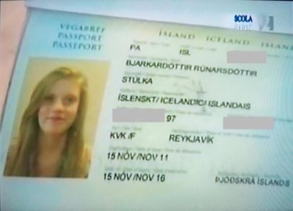 """En Islandia, existe un comité, llamado Mannanafnanefnd que determina si un nombre puede ser aceptado en el idioma islandés.   A una mujer que había sido llamada Blær el comité le negó el derecho al nombre, argumentando que ese nombre sólo aplicaba para hombres. En su pasaporte fue llamada """"Stúlka"""", que en islandés significa simplemente """"niña"""""""