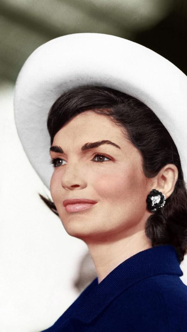 #FLOTUS Jacqueline Kennedy Onassis looking flawless!