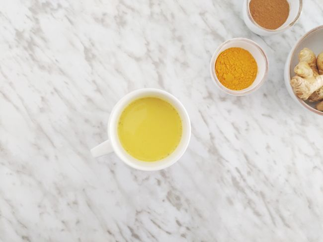 Qué es la Golden Milk | Recetas and Co. (recetasandco.com) #goldenmilk #lechedorada #cúrcuma #turmeric #jengibre #sano #saludable #healthy #resfriado #vegan