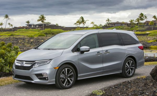 2018 Honda Odyssey is the featured model. The 2018 Honda Odyssey Touring Elite image is added in car pictures category by the author on Sep 22, 2017.
