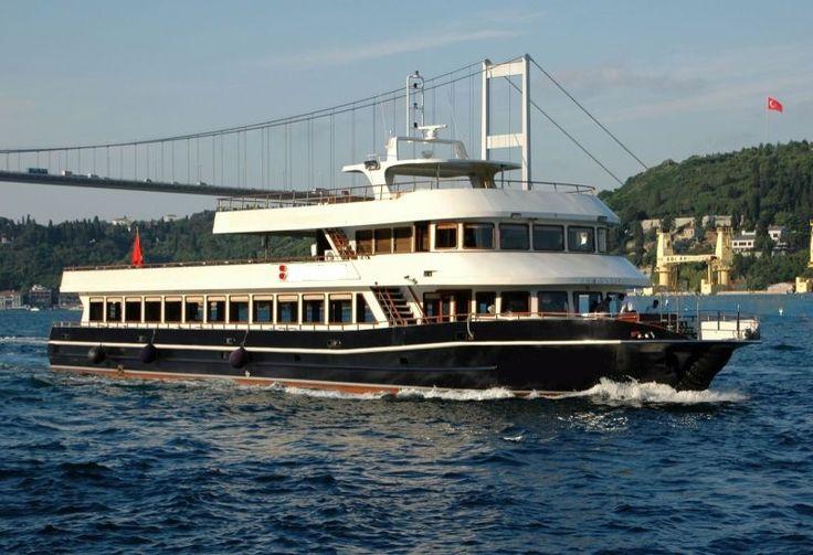 Superbe bateau restaurant 44 m pour 420 couverts équipé avec terrasse extérieure aménagée en espace bar cocktails salon de thé petite restauration occasion à vendre