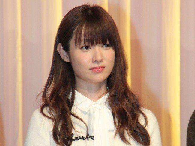 相信有看《拜託請愛我》的妞妞,一定也被深田恭子在劇中可愛又天然的模樣深深吸引~尤其是自然又惹人憐愛的妝容,根本男女通殺啊!(妞編輯
