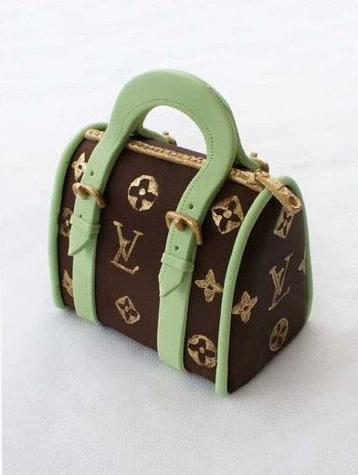 how to: Louis Vuitton bag (tutorial is for fondant, but could also work with polyclay)