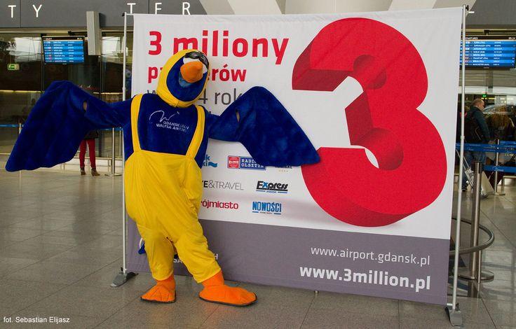 3 millionth passenger at #AirportGdansk in year 2014! #3million #airport #epgd #mascott; photo: Sebastian Elijasz / Port Lotniczy Gdańsk
