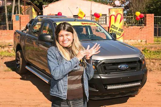 Un número le cambió todo a Valeria Gimenez de la ciudad de Capiatá que se ganó esta espectacular e imponente camioneta Ford Ranger por número de cartón en el sorteo del 05 de junio 2016.  ¡Hacé como ella y pedí #Seneté! ¡Che po remoi! 👌😉