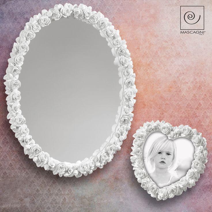 PORTAFOTO A464 SPECCHIO A613  cornice portafoto in resina bianco opaco a forma di cuore, specchio da muro con cornice in resina a tema boccioli  #portafoto #mascagni #photoframes