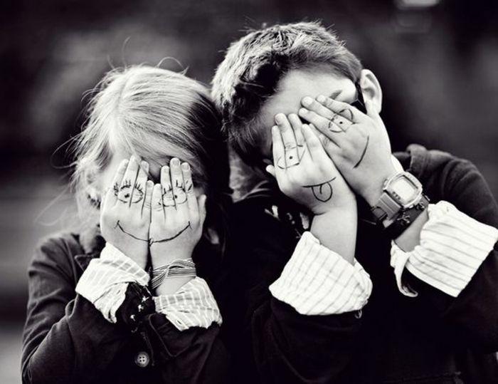 1001 Idees Et Images Qui Vont Vous Aider A Reussir La Photo De Groupe Originale Photo Rigolote Photos D Enfants Photographie D Enfants