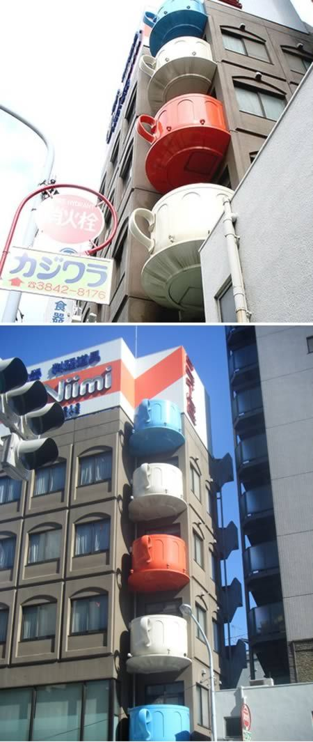 These eye-catching balconies were part of a promotional strategy to market the range of teas produced by Niimi.