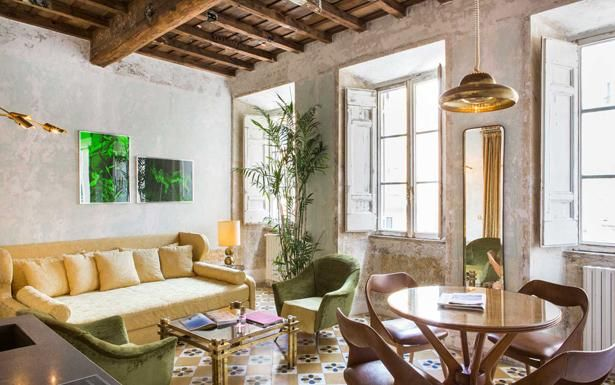 An insider's guide to the top boutique hotels in Rome, including the best for stylish rooms, rooftop bars and delicious breakfasts, in locations near to the Vatican, Trevi Fountain, Spanish Steps and Piazza di Spagna.