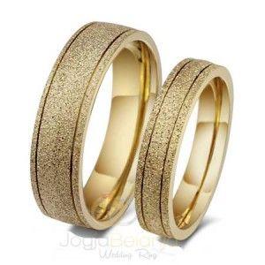 Cincin Tunangan Kanyaka menawarkan desain sederhana dari cincin yang terbuat dari bahan perak 925. Tangan terampil perajin perak Kotagede memberikan kemampuan terbaik pada cincin pasangan ini. Meno…